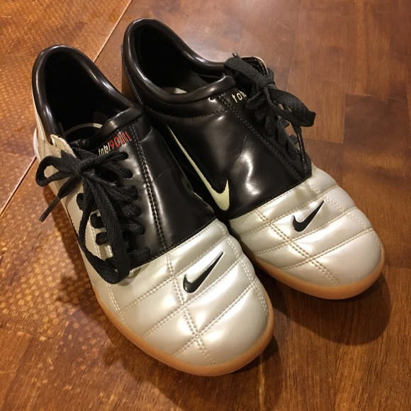 343d21392 Nike total 90 iii indoor soccer shoes. M 5acc0f293a112e0dae8233ee